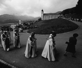Dans la plupart des cantons, les dossiers des Eglises cantonales doivent être accessibles : procession de la Fête-Dieu à Disentis. (Photo : RDB/SI/Felix Aberli)