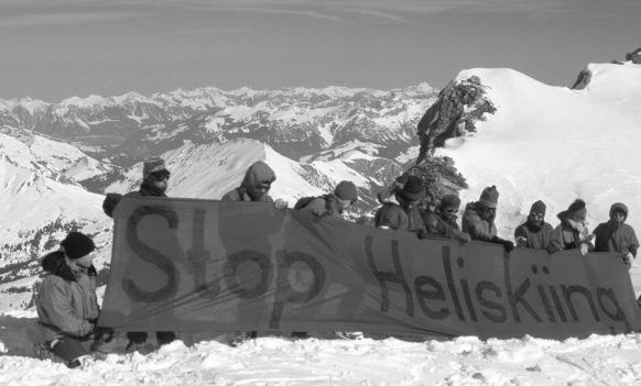 Manifestation en haute montagne de Mountain Wilderness contre l'héliski: l'organisation de protection de l'environnement a obtenu gain de cause devant le tribunal, notamment grâce à la Convention d'Aarhus. (Photo RDB/Marco Volken)