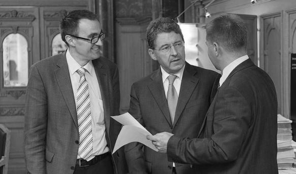 Par 17 voix contre 4, la Commission des institutions politiques du Conseil national s'est prononcée pour la gratuité de principe : Heinz Brand, conseiller national UDC et président de la commission (au centre).